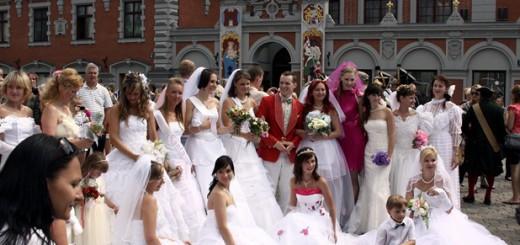 Līgavu parāde 2011 © Roberts Vidzidskis