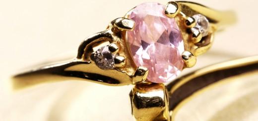 saderinasanas gredzens ar roza briljantu